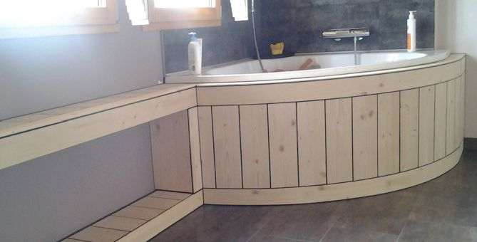 habillage baignoire bois free emejing baignoire salle de. Black Bedroom Furniture Sets. Home Design Ideas